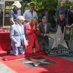Carrie Underwood emocionada con su estrella en el Paseo de la Fama de Hollywood