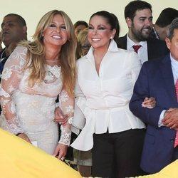 Isabel Pantoja con Cristina Tárrega en un evento publicitario