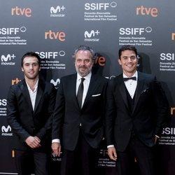 Ricardo Gómez, José Coronado y Álex González en el Festival de Cine de San Sebastián de 2018