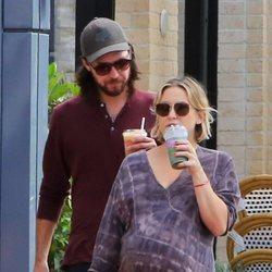 Kate Hudson y Danny Fujikawa pasean por Los Ángeles