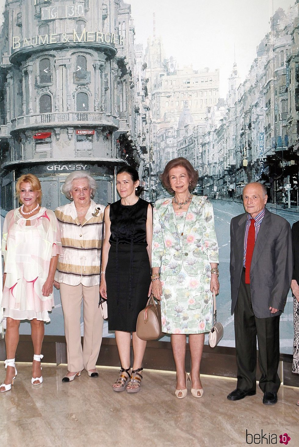 Tita Cervera, la Infanta Pilar, Ángeles González-Sinde, la Reina Sofía y Antonio López en la inauguración de una exposición