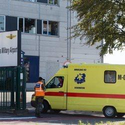 La Reina Paola de Bélgica llegando al hospital en ambulancia