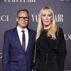 Topacio Fresh y su esposo Israel Cotes en la alfombra de la fiesta de Vanity Fair 2018