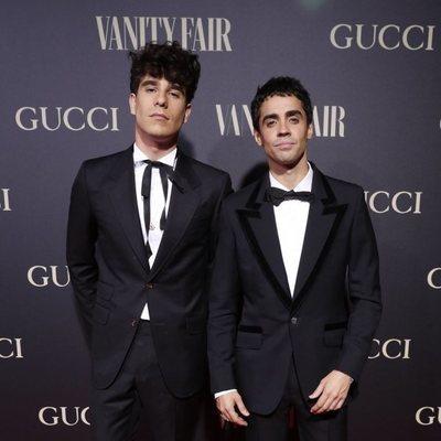 Javier Calvo y Javier Ambrossi (los Javis) en la alfombra de la fiesta de Vanity Fair 2018