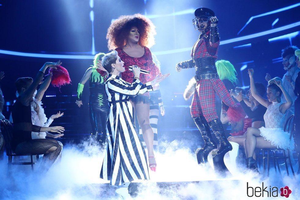 Soraya Arnelas imitando a Katy Perry en la primera gala de 'Tu cara me suena 7'