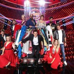 Manel Fuentes con los concursantes de 'Tu cara me suena 7'
