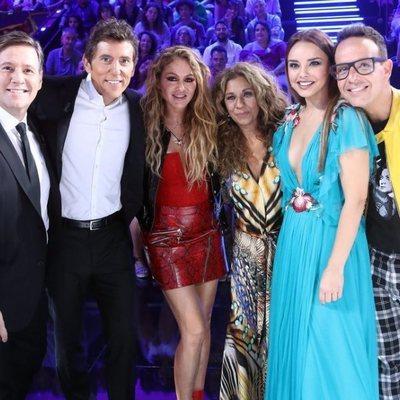 Paulina Rubio con los jurados de 'Tu cara me suena 7'