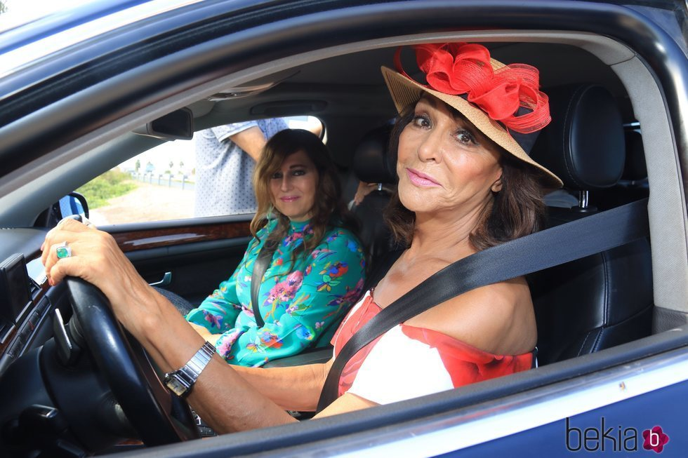 Mª Ángeles Grajal llegando a la boda de José Ortega Cano y Ana María Aldón