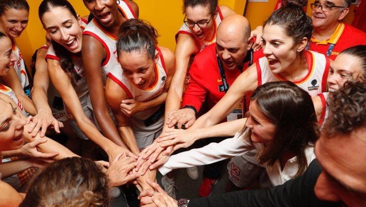 La Reina Letizia apoyando a la Selección Espñaola de Baloncesto Femenino