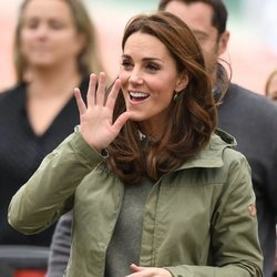 Kate Middleton asiste en la escuela Sayers Croft Forest y el Jardín Wildlife en Londres