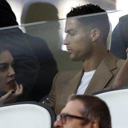 Cristiano Ronaldo y Georgina Rodríguez viendo un partido de la Juventus