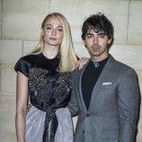 Sophie Turner y Joe Jonas en el desfile de Louis Vuitton primavera/verano 2019 en París
