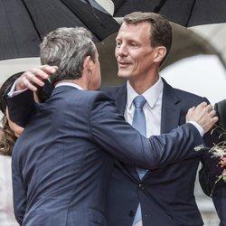 Federico y Joaquín de Dinamarca se saludan con cariño en la Apertura del Parlamento