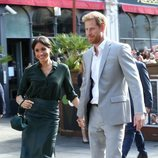 El Príncipe Harry y Meghan Markle, cogidos de la mano en su primera visita oficial a Sussex