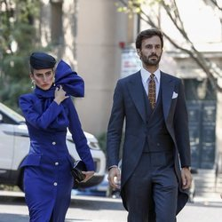 Enrique Solís y Alejandra Domínguez llegando a la boda de Fernando Fitz James-Stuart con Sofía Palazuelo