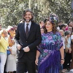 Jacobo Fitz-James Stuart y Asela Pérez Becerril llegando a la boda de Fernando Fitz James-Stuart con Sofía Palazuelo