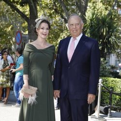 Carlos Falcó y Esther Doña llegando a la boda de Fernando Fitz James-Stuart con Sofía Palazuelo