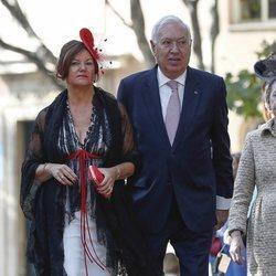José Manuel García-Margallo y María Isabel Barreiro llegando a la boda de Fernando Fitz James-Stuart con Sofía Palazuelo
