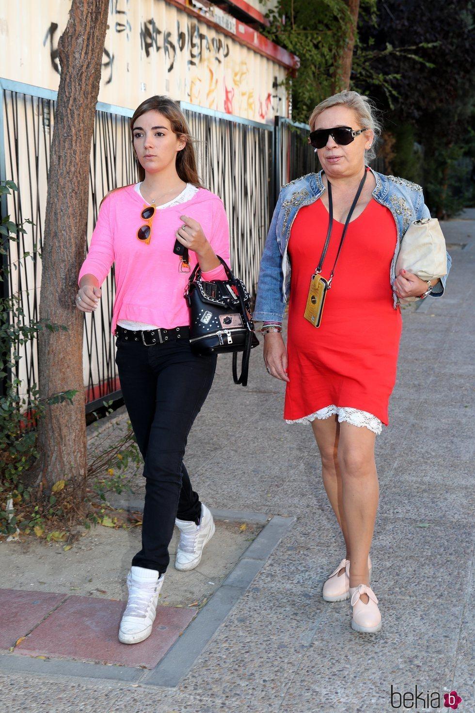 Carmen Borrego y su hija Carmen visitando a Terelu Campos un día después de su doble mastectomía