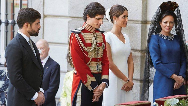 Fernando Fitz-James Stuart y Sofía Palazuelo con sus padrinos en su boda