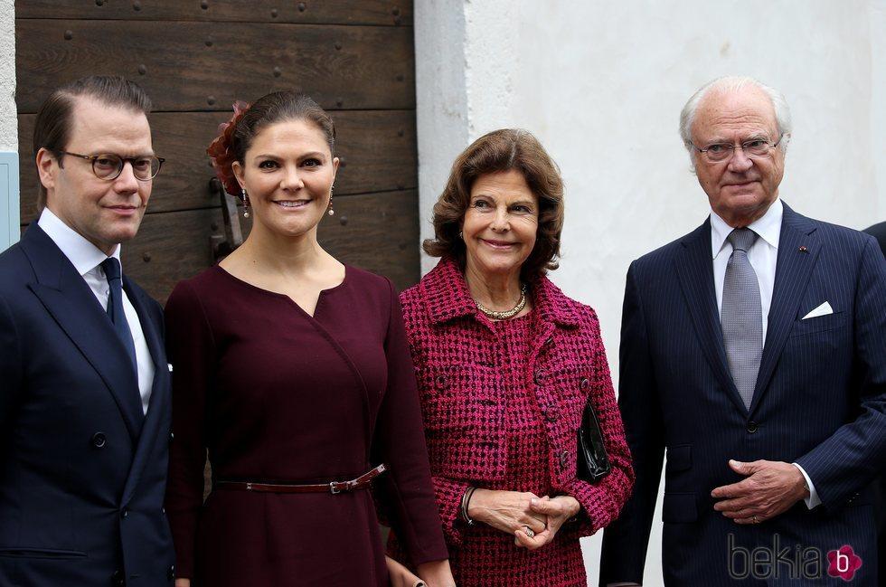 Los Reyes de Suecia y los Príncipes Victoria y Daniel de Suecia en el Museo Bernardotte de Pau