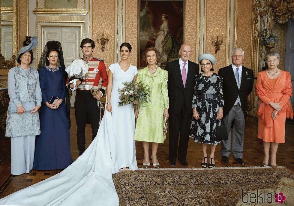 Los Duques de Huéscar con sus padres, la Reina Sofía, los Reyes de Bulgaria y Ana de Francia en su boda
