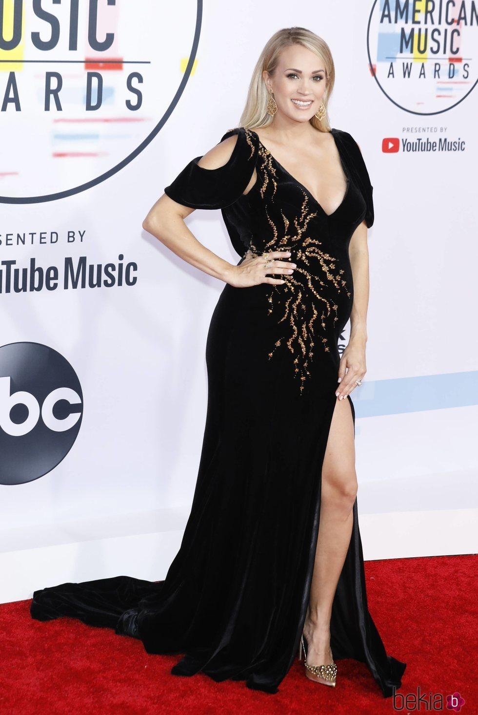 Carrie Underwood luciendo embarazo en los American Music Awards 2018
