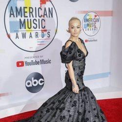 Rita Ora en los American Music Awards 2018