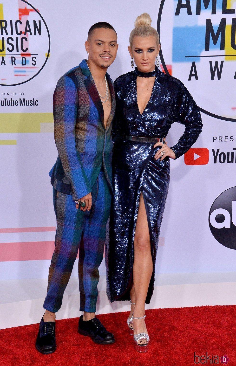 Evan Ross y Ashlee Simpson en los American Music Awards 2018