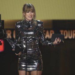 Taylor Swift recogiendo uno de los galardones de los American Music Awards 2018