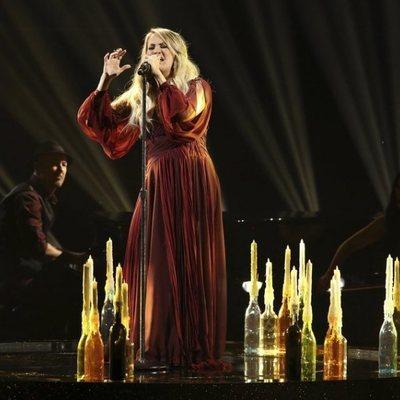 Carrie Underwood durante su actuación en los American Music Awards 2018