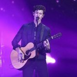 Shawn Mendes durante su actuación en los American Music Awards 2018