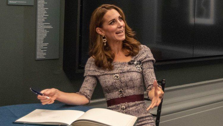 Kate Middleton, muy divertida en la inauguración de un Centro Fotográfico en el Victoria and Albert Museum