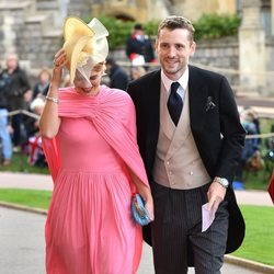 Pixie Geldof y George Barnett en la boda de Eugenia de York y Jack Brooksbank