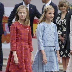 La Princesa Leonor y la Infanta Sofía llegando al desfile del Día de la Hispanidad 2018