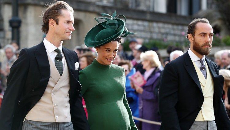 Pippa Middleton luce embarazo junto a James Matthews y James Middleton en la boda de Eugenia de York y Jack Brooksbank