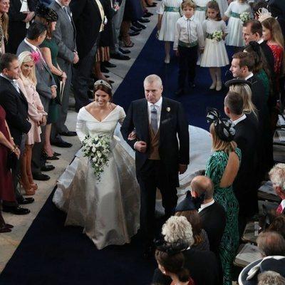 El Príncipe Andrés lleva al altar a Eugenia de York
