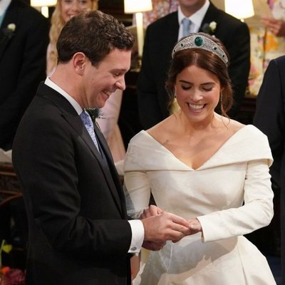 Eugenia de York y Jack Brooksbank se intercambian los anillos en su boda
