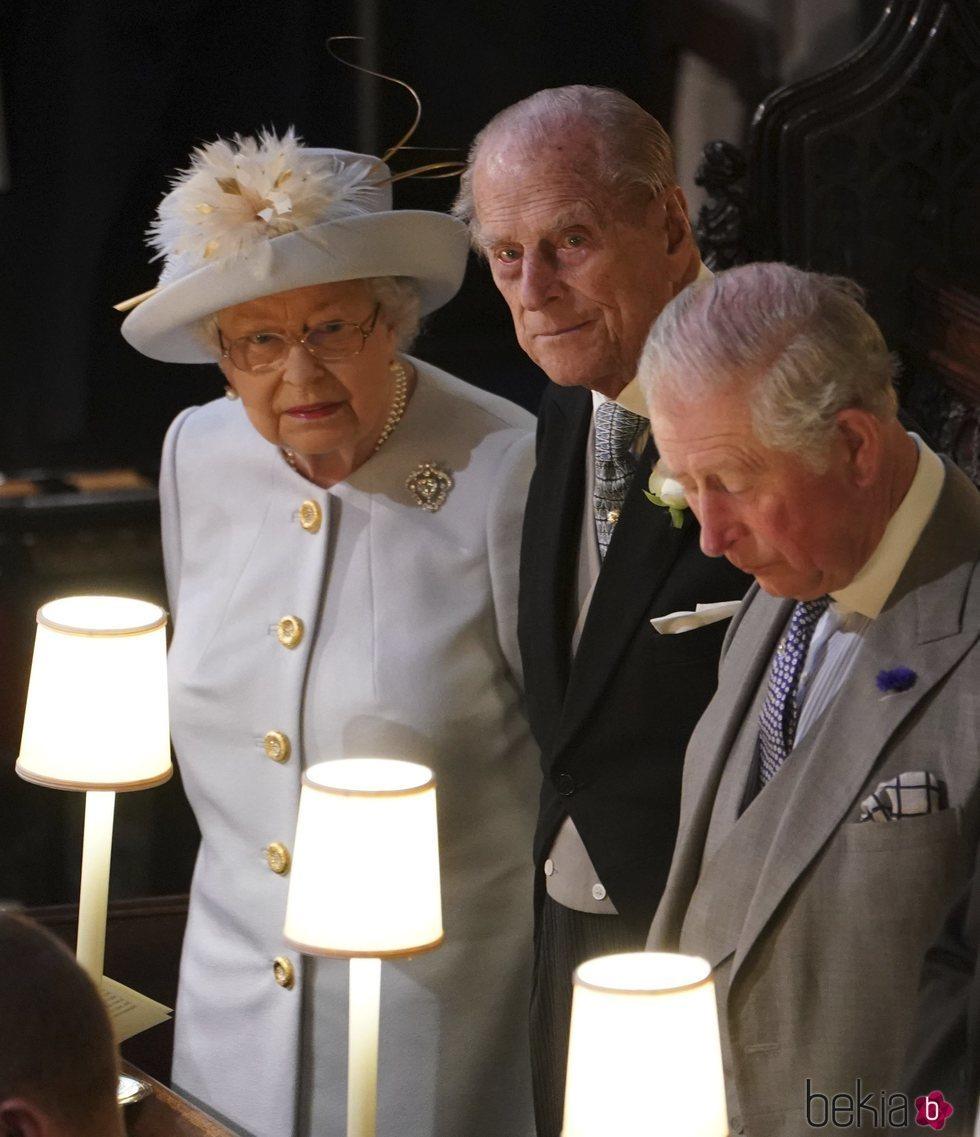 La Reina Isabel, el Duque de Edimburgo y el Príncipe Carlos en la boda de Eugenia de York y Jack Brooksbank