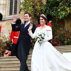 Eugenia de York y Jack Brooksbank saludan como marido y mujer