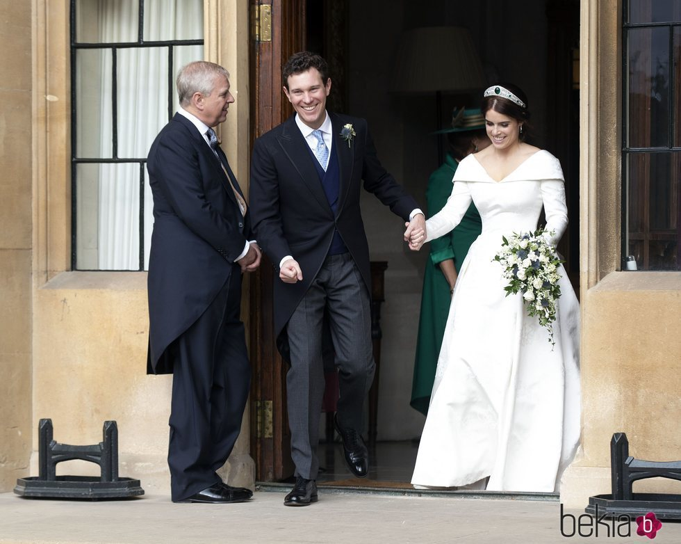 El Príncipe Andrés, Eugenia de York y Jack Brooksbank camino de The Royal Lodge en su boda