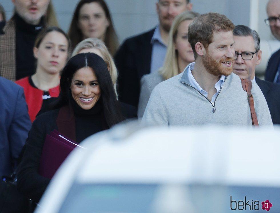 Meghan Markle y el Príncipe Harry durante una visita oficial en Australia