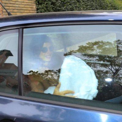 Elena Furiase sale del hospital con su hijo tras dar a luz