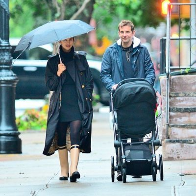 Bradley Cooper pasea junto a Irina Shayk y su hija