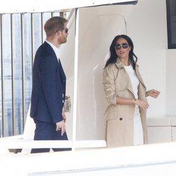 El Príncipe Harry y Meghan Markle dando un paseo en barco por la bahía de Sydney