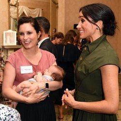 Meghan Markle con Missy Higgins y su bebé en Sydney