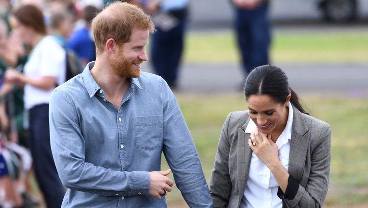 El Príncipe Harry y Meghan Markle, sonrientes y enamorados en Dubbo