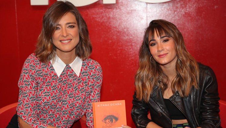 Aitana Ocaña y Sandra Barneda en la presentación del libro 'La tinta de mis ojos'
