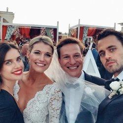Dave Clark y Lynn Anderson en su boda con Sara Sampaio y Oliver Ripley