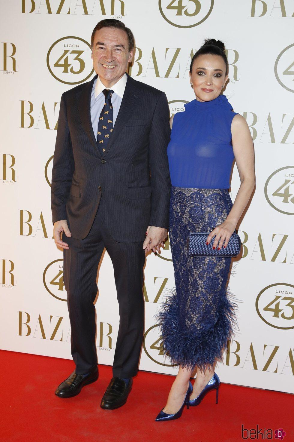Pedro J. Ramírez y Cruz Sánchez en la alfombra roja de los Premios Harper's Bazaar Actitud 43 2018